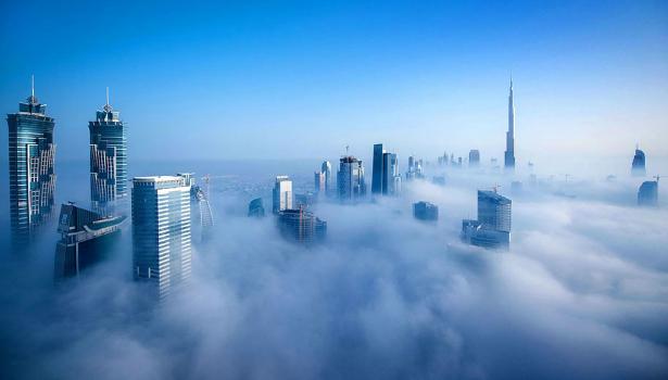 Dubai_tomada_por_las_nubes,_fotografía_de_Sebastian_Opitz